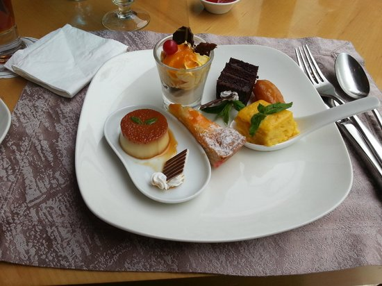 Holiday Villa Hotel & Residence City Centre: Dessert