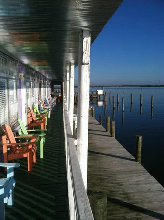 Apalachicola River Inn: Front of the lower rooms