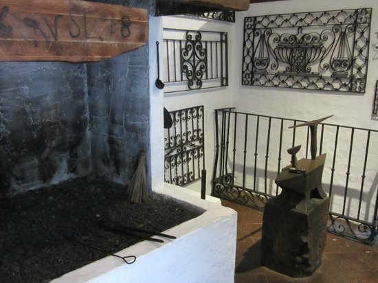 Museo de Artes y Costumbres Populares: The Blacksmiths forge at the Posada