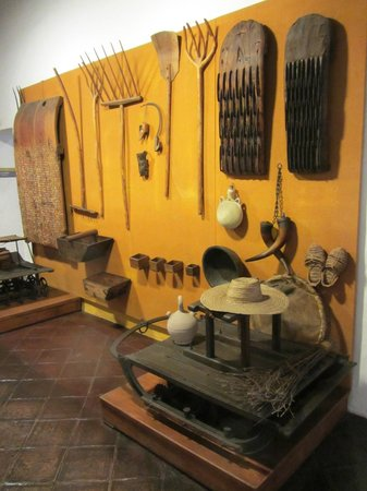 Museo de Artes y Costumbres Populares : Various implements for handling hay, straw and grain.