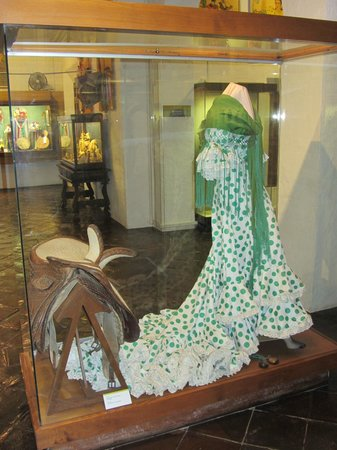 Museo de Artes y Costumbres Populares : Fiesta dress and side saddle for the ladies to ride to the fiesta.