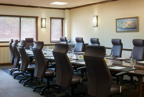 The Four Points by Sheraton Norwood Hotel & Conference Center: Executive Boardroom
