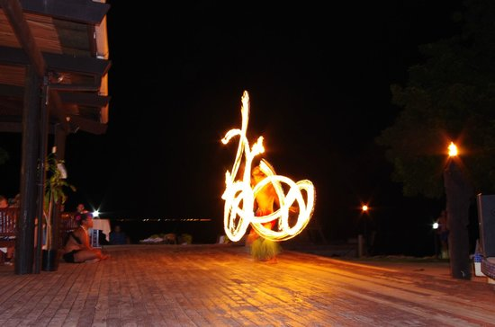 Anchorage Beach Resort: Fire-twirling