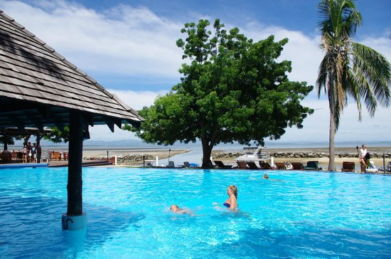 Anchorage Beach Resort: Pool and ocean