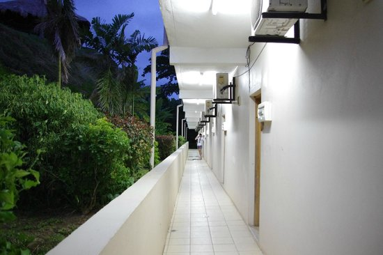 Anchorage Beach Resort : Room entrances
