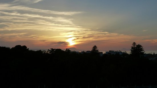 Brascos Hotel: sunset from roof terrace