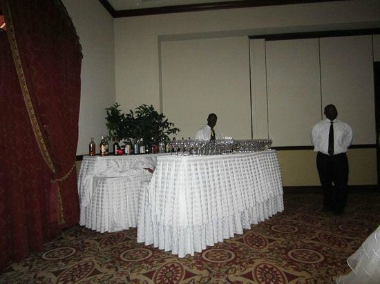 Sandals Royal Bahamian Spa Resort & Offshore Island: Attention to detail at the wedding dinner