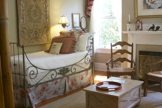 Madison Oaks Inn & Gardens: Sisters Room