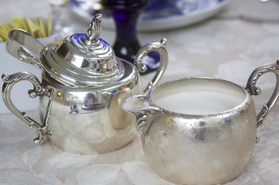 Madison Oaks Inn & Gardens: coffee service