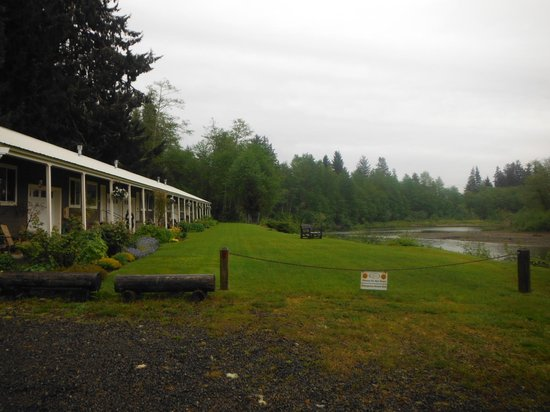 Quillayute River Resort : Right On The River