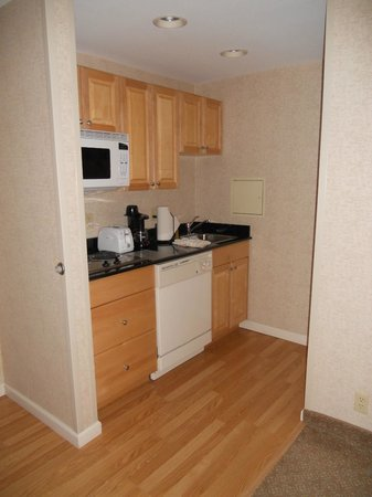 Homewood Suites by Hilton Hartford Downtown: Kitchen