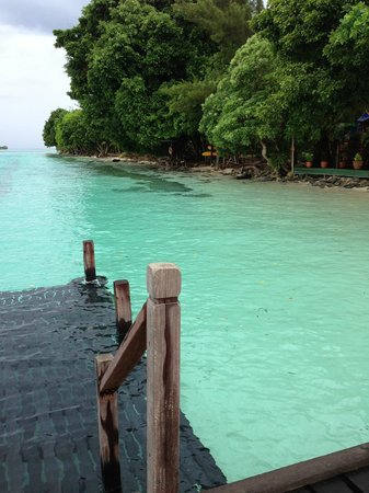 Pulau Mataking Reef Dive Resort: High Tide by the restaurant