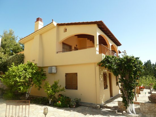 Milia, Grécia: LITTLE VILLAS WITH 3 INDEPENDENT APARTMENTS.