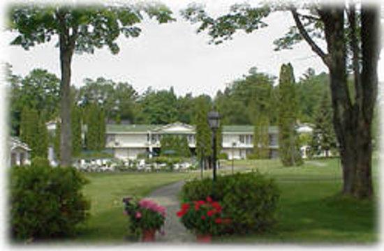 Colonial Inn: Property
