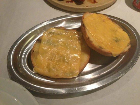 Alfredo's Barbacoa : Pan de ajo con queso