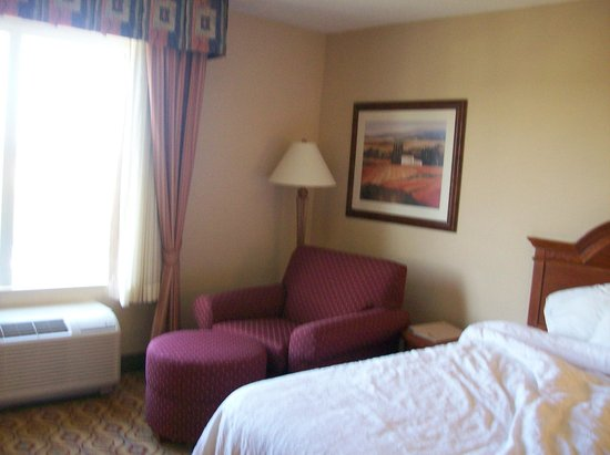 Hilton Garden Inn Florence: Room, with two queen beds & Sitting Area.