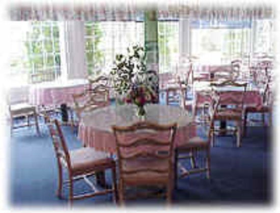Colonial Inn: Breakfast Room