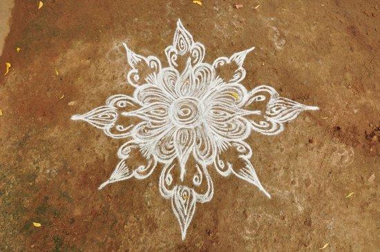 Chettiar Mansion : kolam, decoración típica del sur de India