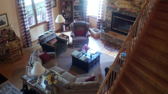 Berry Springs Lodge: The Living Area