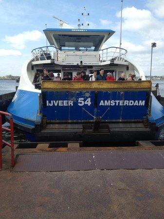 Amstel Botel: ferry q te lleva al botel