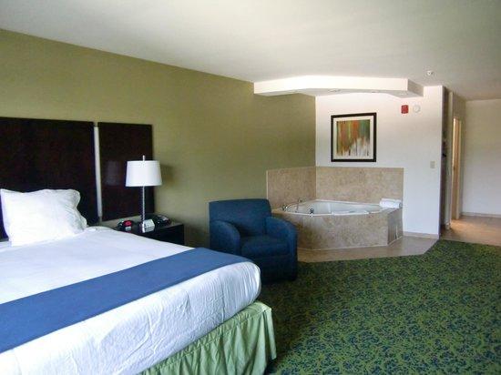 Holiday Inn Express Stroudsburg - Poconos : Zimmeransicht, mit Whirl-Pool
