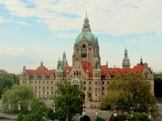 Maritim Grand Hotel Hannover: Taken through our room window - the City/Town Hall