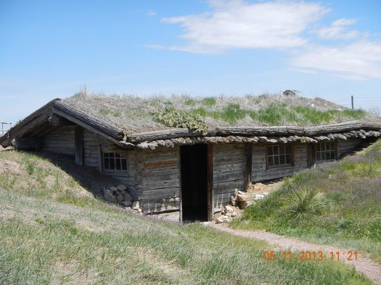 Museum of the Fur Trade: mound building trading post