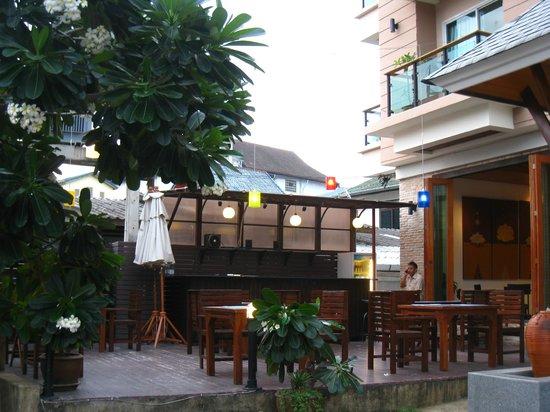 Baramee Resortel : terrasse bar de l'hôtel