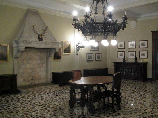 Civico Museo Sartorio : Il salone di caccia