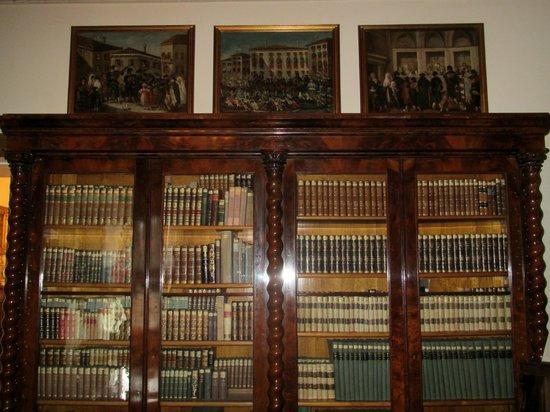 Civico Museo Sartorio : La biblioteca
