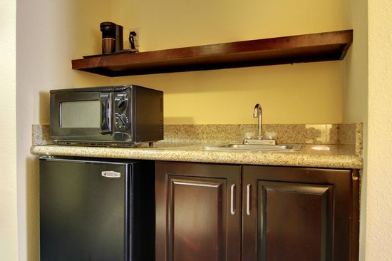 Fairfield Inn & Suites Charleston North/Ashley Phosphate: King Suite Wet Bar