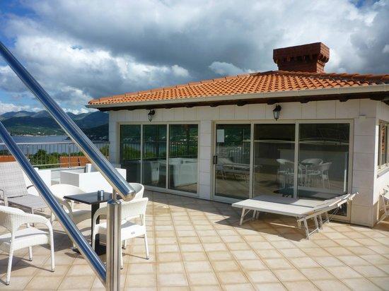 Villa Antea: Pool deck area