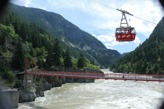 Boston Bar, แคนาดา: The narrowest part of the Fraser Canyon is only 34m wide and the water can get up to 60m deep.