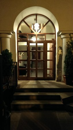 WawaBed - Warsaw Bed and Breakfast: Entrance