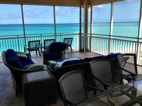 The Venetian on Grace Bay: Screened-in porch