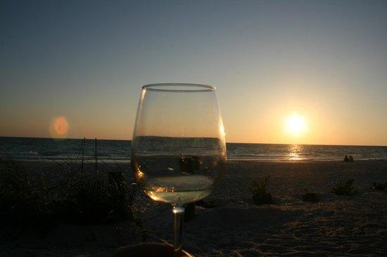 Angelinos Sea Lodge: warten auf den Sonnenuntergang