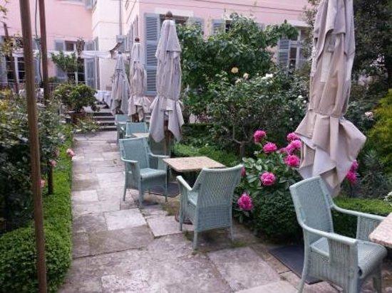 La Mirande Hotel: The hotel garden and terraces