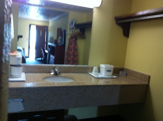 Travelodge Norman: Restroom