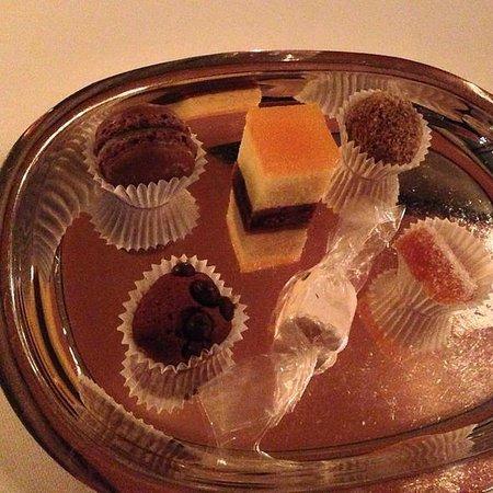 Le Canard: Konfekt & Gebäck zum Kaffee