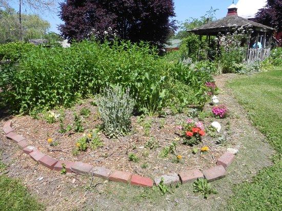 Sinking Springs Herb Farm & Retreat: Gardens