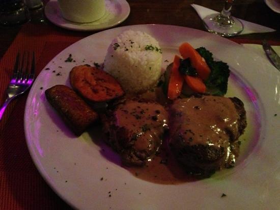 Aromi d'Italia Cafe : Beef filet madillion...delicious!