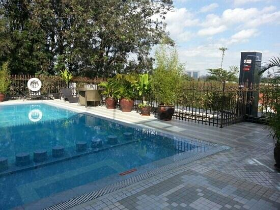 Clarence House Nairobi: Rooftop heated pool at Clarence House