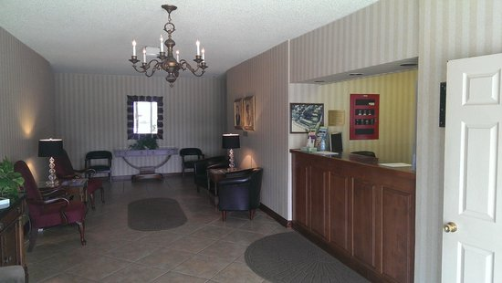 Duke of York Hotel: Lobby and Front desk