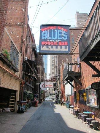 Walkin' Nashville - Music City Legends Tour: Printers Alley