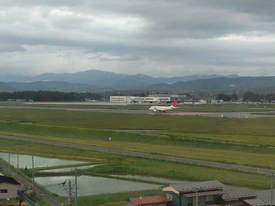 Hotel Route Inn Hanamaki: いわき花巻空港を望む