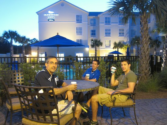 Homewood Suites by Hilton Wilmington/Mayfaire: A little relaxation before going to our room for the evening.
