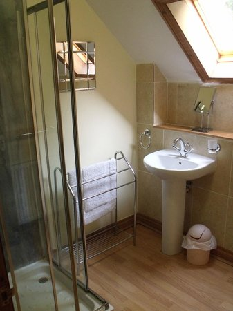 Corrie Duff Guest House And Holiday Cottages : Bathroom
