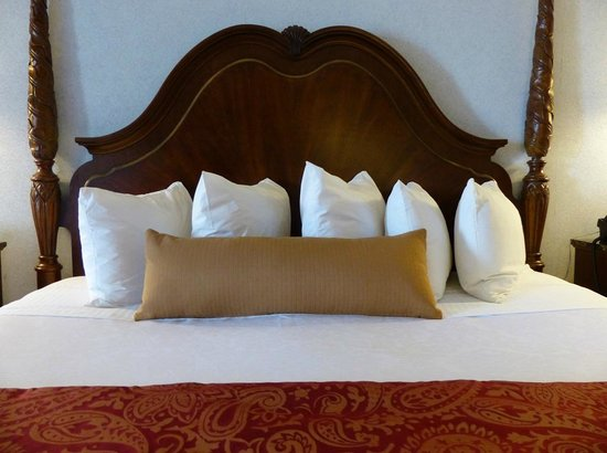 Best Western Plus Dockside Waterfront Inn: King Bed