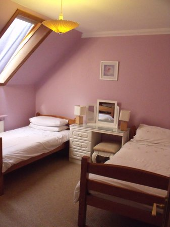 Corrie Duff Guest House And Holiday Cottages: Bedroom 2