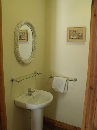 Corrie Duff Guest House And Holiday Cottages: Bathroom